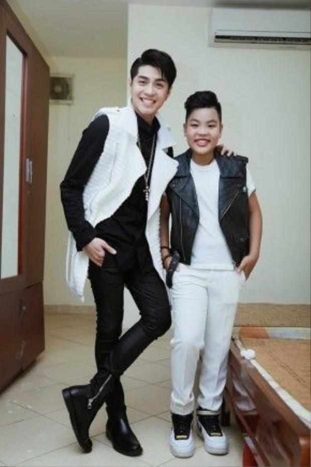 Sau khi đạt giải thưởng, Tiến Quang vẫn tiếp tục theo học người thầy đã rèn luyện cho mình trước đó là ca sĩ Hà Anh.