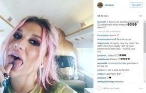 Càng chắc mẩm hơn nữa khi 4 tiếng trước phần trình diễn, Kesha đã đăng tải dòng trạng thái trên.