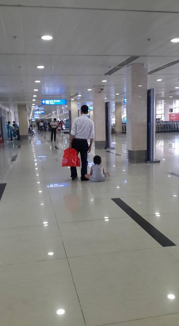 Phẫn nộ trước thông tin mẹ ruột để con bị đánh, kéo lê tại sân bay Tân Sơn Nhất