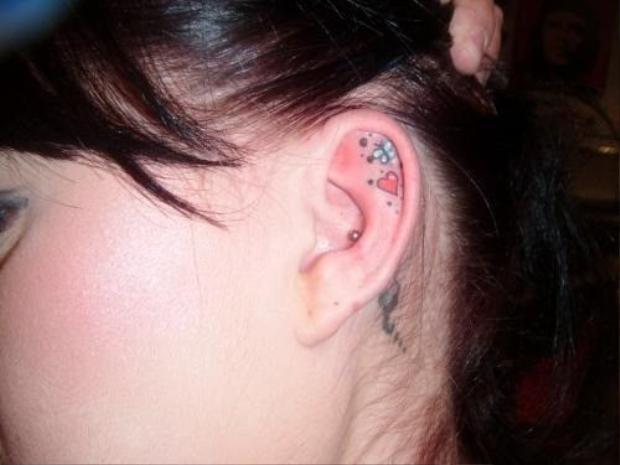 Cập nhật xu hướng hot nhất hè này: Tattoo trên tai