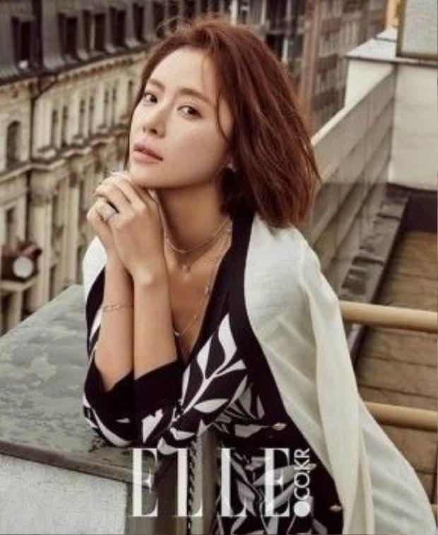 Hwang Eum Jung từ bỏ mái tóc tém ngang vai