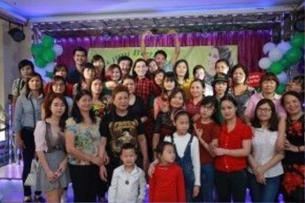 Trong buổi sinh nhật, Phi Nhung cho biết sắp tới cô sẽ mở thêm một nhà hàng đồ ăn chay, lợi nhuận từ quán chay nữ ca sĩ dành hoàn toàn cho việc thiện nguyện và nuôi 19 người con của mình.