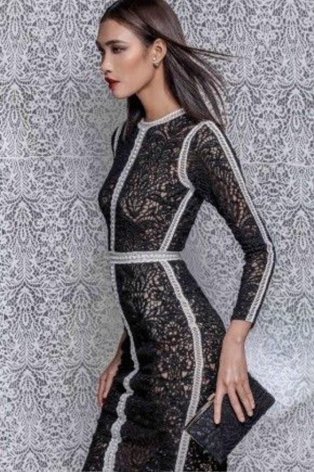 """Là một người thường xuyên vận dụng chất liệu ren vào các thiết kế, đặc biệt là mảng áo cưới, Chung Thanh Phong không e ngại Limited sẽ gây nhàm chán với các tín đồ thời trang: """"Xu hướng thời trang qua đi rồi sẽ trở lại, chất liệu thì cũng chừng ấy… điều quan trọng là sự sáng tạo, phong cách riêng, kỹ thuật xử lý phom dáng của từng bộ trang phục riêng."""