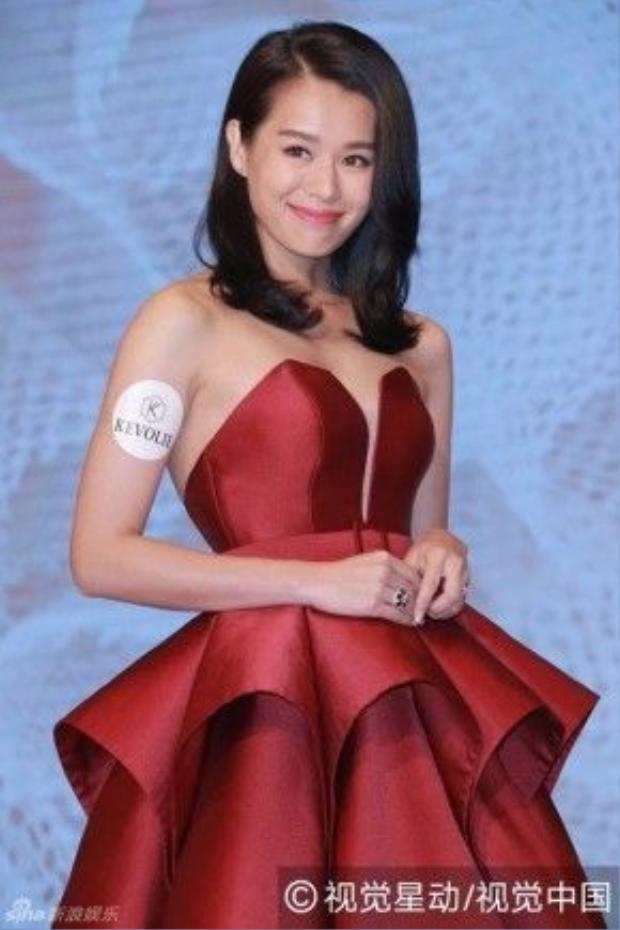 Hồ Hạnh Nhi từng là nữ diễn viên hàng đầu TVB, được biết đến qua nhiều tác phẩm nổi tiếng của nhà đài.