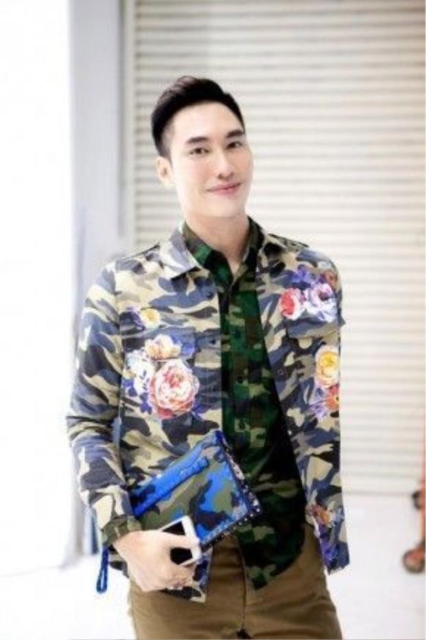 NTK Lý Quý Khánh cũng là một trong những nam thần đôi khi bị chính sự hoàn hảo trong cách trang điểm khiến anh có khuôn diệnhơi vượtchuẩn mực make up dành cho nam giới.