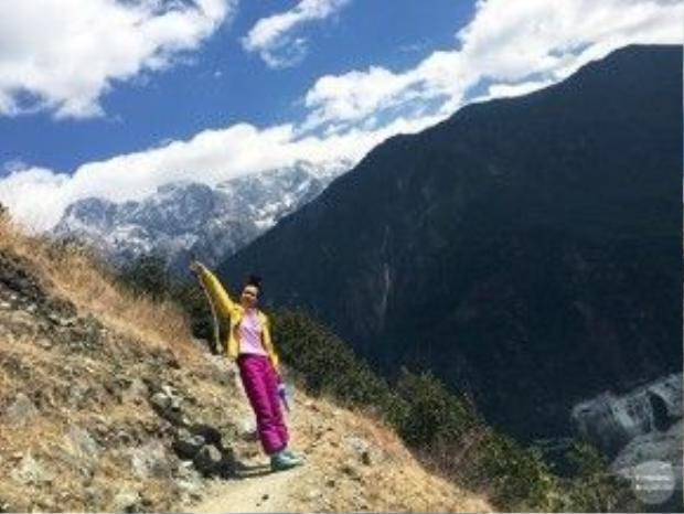 Khánh Linh đã có 60 ngày phượt Trung Quốc, trải qua nhiều cung đường khó khăn, nguy hiểm.