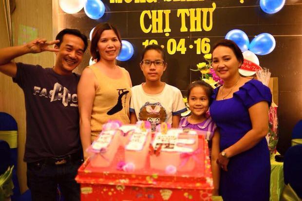 Phương Mỹ Chi cùng chị gái hào hứng mừng sinh nhật mẹ