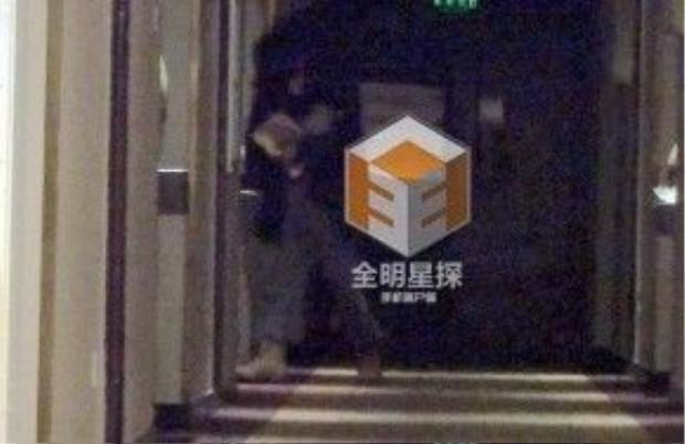 Đường Yên về khách sạn và sau đó La Tấn cũng vào phòng.