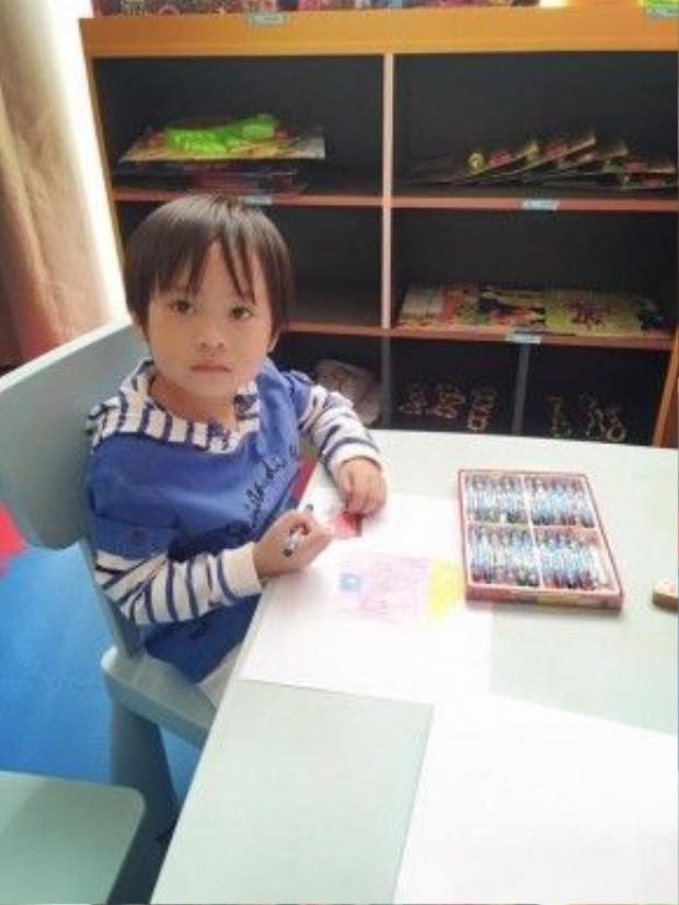 Minh Hà luôn mong muốn các con sống tự lập từ nhỏ, và có thể hoà đồng, dễ dàng thích nghi trong nhiều môi trường sống khác.