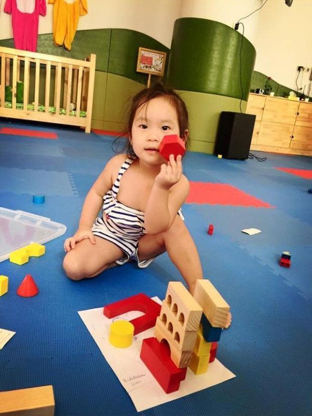 Bà xã Lý Hải tiết lộ học phí bình dân hơn 1 triệu đồng/tháng của các con