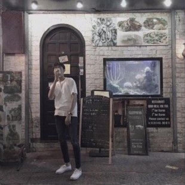 Anh chàng sinh viên đang du học tại Hàn này dẫn đầu xu hướng với skinny và tóc cuốn vở.