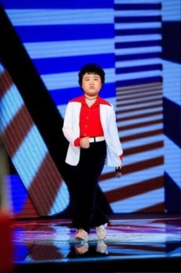 Nguyễn Hoàng Anh - Một tài năng nhí đầy tiềm năng với khả năng vũ đạo xuất sắc.
