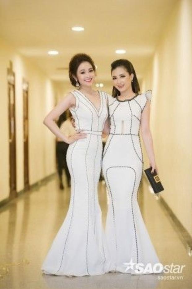 MC Thùy Linh và Dương Hoàng Yến như hai chị em sinh đôi.
