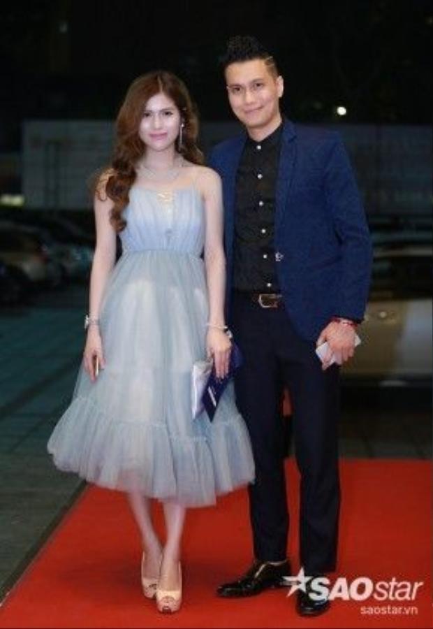 Diễn viên Việt Anh và bạn gái. Anh được trao giải Nam diễn viên chính xuất sắc ở thể loại phim truyền hình với vai diễn trong Khi đàn chim trở về 3.