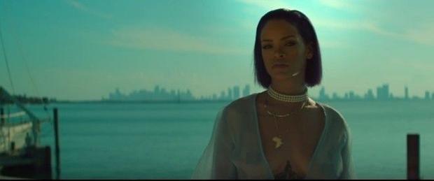 Rihanna tung MV 18+ Needed Me ăn mừng ngày 420