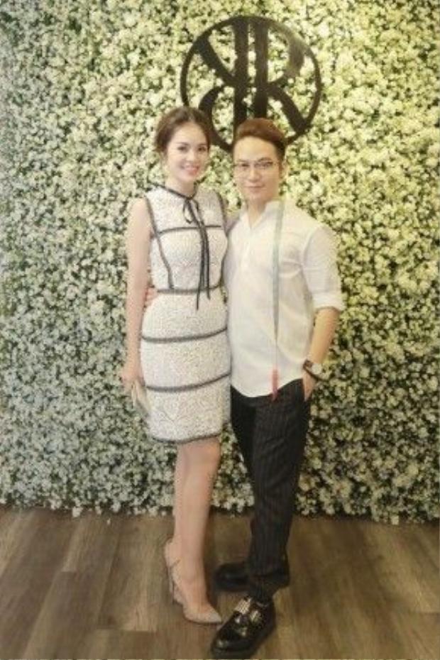 Và gần đây nhất, diễn viên Dương Cẩm Lynh đã mặc để tới góp vui cùng Chung Thanh Phong giới thiệu thiết kế mới nhất.