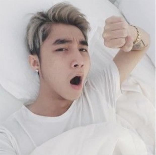 Dù làm mặt xấu hay ngáp ngủ thì Sơn Tùng vẫn vô cùng dễ thương.
