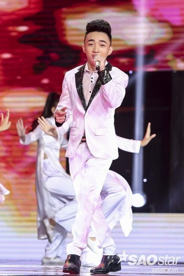 Bolero Liveshow 4: Cao Công Nghĩa, Trung Quang tỏa sáng giành top trên  Không thí sinh nào bị loại