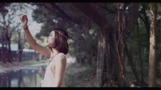 Vẻ đẹp mong manh của Suni Hạ Linh tại Thái Lan.