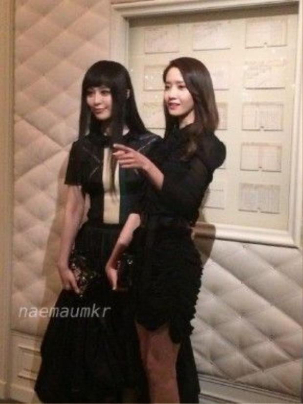 Hai diễn viên tạo dáng bên nhau. Khó tin rằng, Băng Băng đã 35 tuổi vì cô sở hữu vẻ đẹp trẻ trung không kém cạnh đàn em trẻ đẹp của SNSD.