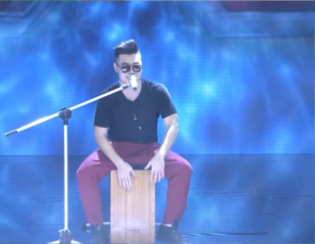 Hoàng Phong chinh phục khán giả và giám khảo cùng bản mash-up gây nghiện trong tập 2.