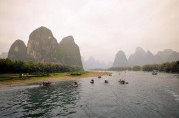 Khúc sông dài 24 km từ Dương Sóc đến Hưng Bình được in trên tờ 20 nhân dân tệ được xem là phần đẹp nhất của sông Li với các núi đá vôi hùng vĩ cùng khung cảnh thiên nhiên tuyệt đẹp.