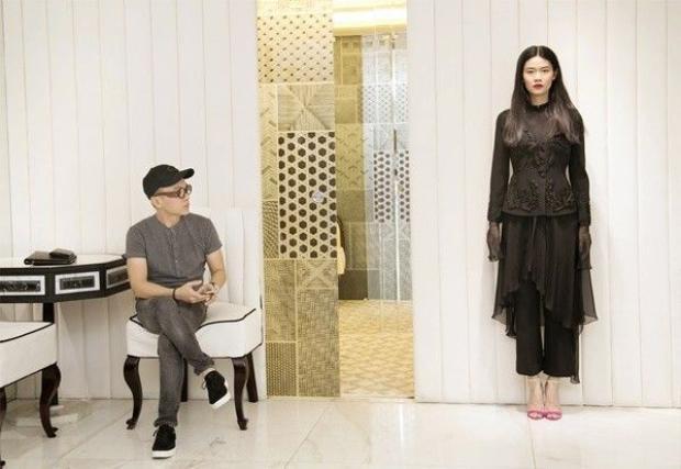 Công Trí  Hoàng Ku mở cuộc fitting đồ hoành tráng cùng dàn chân dài
