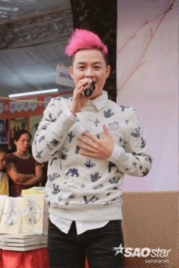 Thanh Duy cũng khoe giọng hát cao vút với hai ca khúc: Lỗi ở yêu thương và Trái tim Nhân Mã.
