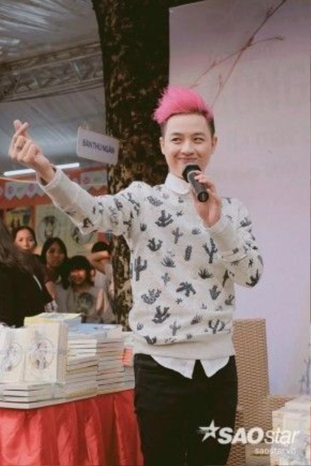 Nam ca sĩ không quên cảm ơn sự yêu mến và ủng hộ của fan dành cho cuốn sách đầu tay.
