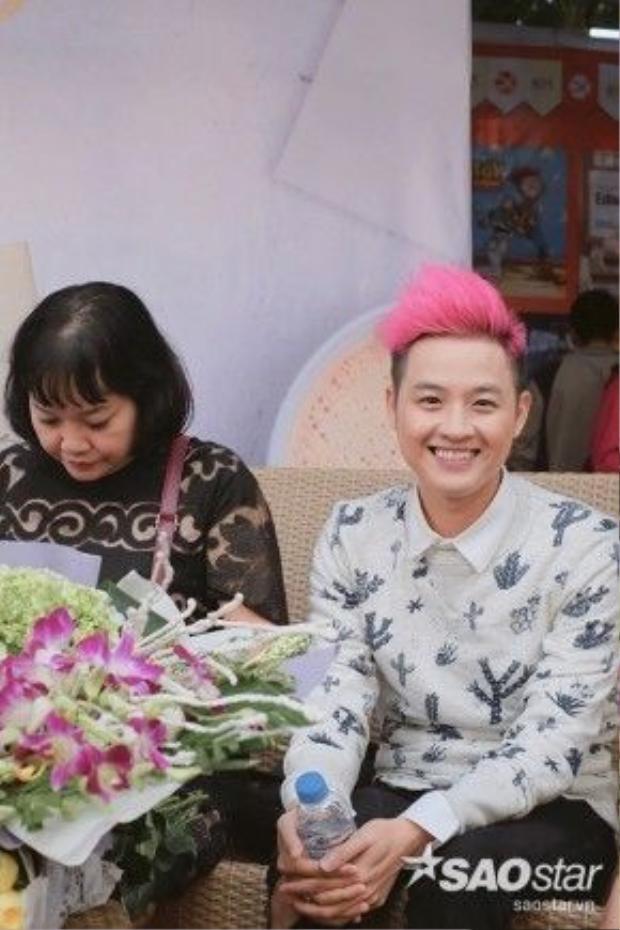 Thanh Duy đang ngày càng khẳng định một nghệ sĩ đa tài tài khi vừa ca hát, đóng phim nay lại kiêm thêm vai trò người viết sách.