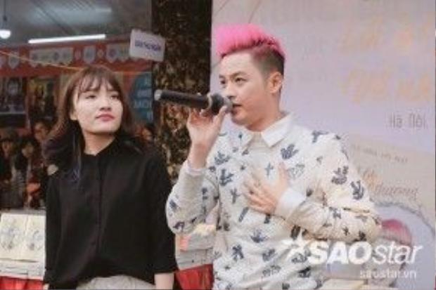 Hai ca sĩ cùng thể hiện lại ca khúc của Minh Tuyết khi thi Gương mặt thân quen.