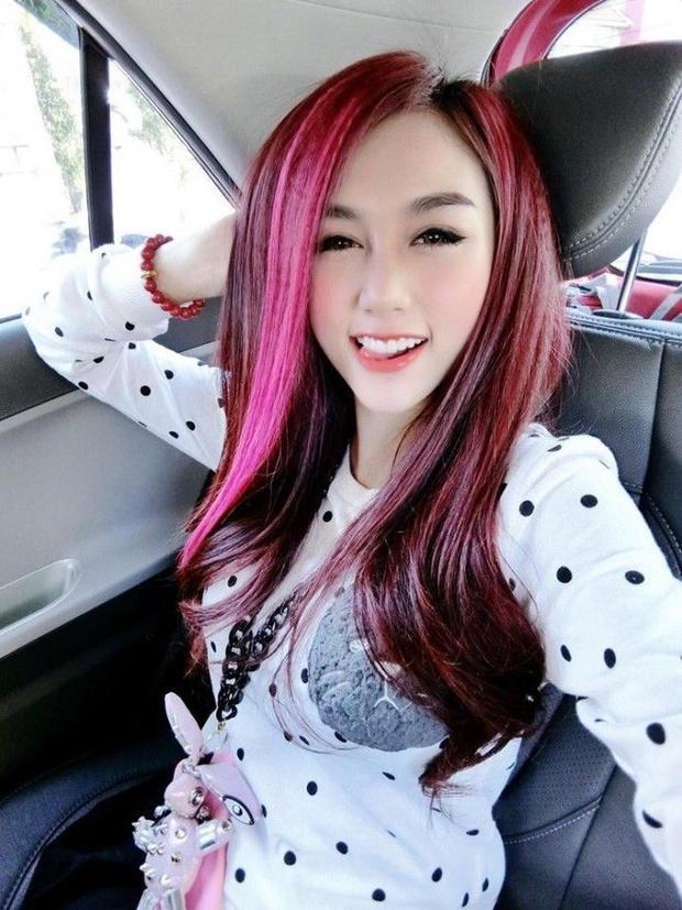 DJ Yuu Quỳnh Nhi: Giáo chủ khả ái nổi bật với mái tóc hồng cực chất