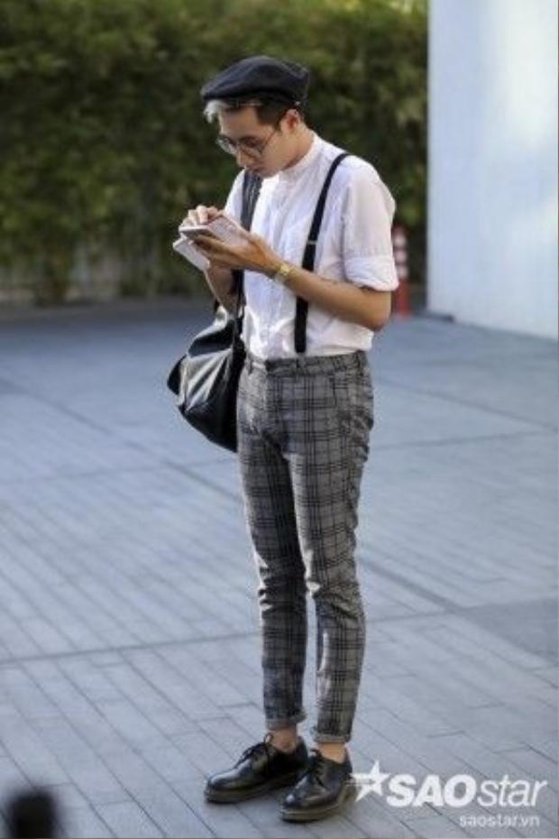 Một anh chàng khá đáng yêu mang đậm phong cách cậu bé hàng xóm.