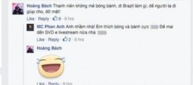 """Không quên """"khoe"""" với ca sĩ Hoàng Bách là sẽ đi xem bóng đá ở Brazil."""