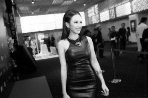 """Vai diễn Bình Chi trong bộ phim điện ảnh """"Taxi, em tên gì?"""" của cô nhận được cơn mưa lời khen của báo chí và cũng đạt được doanh thu khủng, hơn 50 tỷ đồng."""