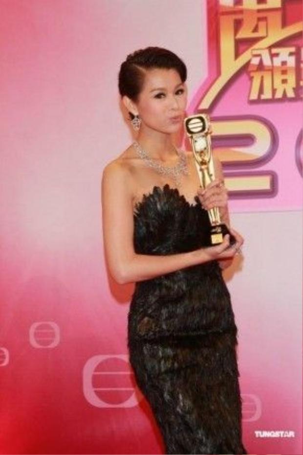 """Hồ Hạnh Nhi chính thức trở thành """"Nữ hoàng truyền hình"""" trong năm 2011."""