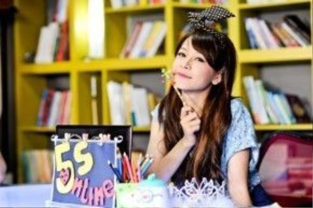 """Chi Pu trong """"5s online"""", dự án truyền hình lớn đầu tiên cô tham gia."""