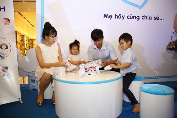 Bà xã Lý Hải khéo giấu bụng bầu khi sắp sinh con lần 4