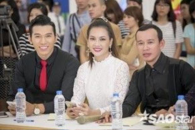 Ngồi ở vị trí ban giám khảo vòng sơ tuyển là siêu mẫu Anh Thư, siêu mẫu Ngọc Tình và chuyên gia đào tạo người mẫu Phúc Nguyễn.