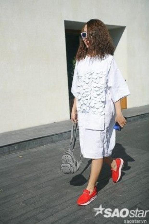 Những tông màu trung tính được khá nhiều tín đồ thời trang ưa chuộng. Đây cũng là một tring những bí quyết giúp họ toả sáng giữa những outfit diêm dúa.