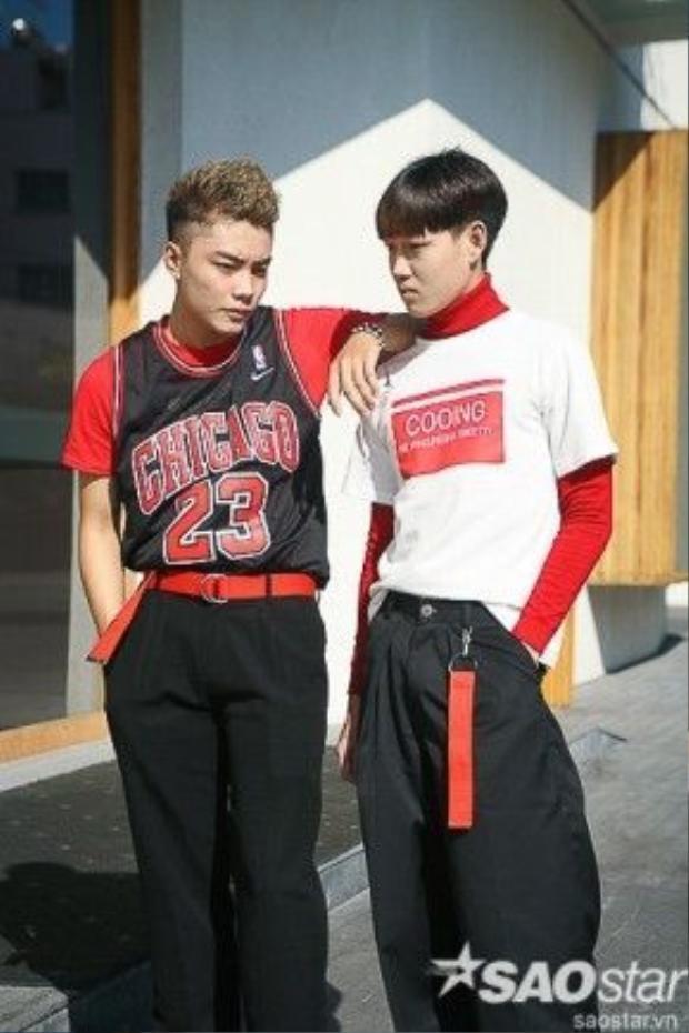 Cặp fashionisto này nhận được nhiều sự chú ý của mọi người.
