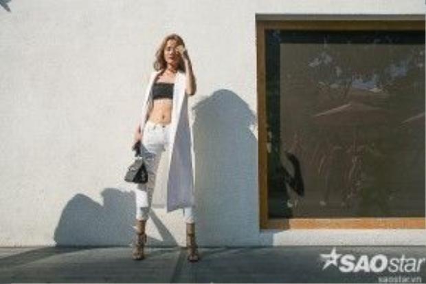 Hương Ly vừa gợi cảm lại sang lịch với outfit white-on-white.