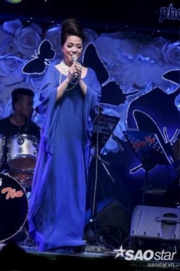 Ngoài việc tham gia trình diễn cùng đồng đội, Minh Thảo còn tranh thủ cơ hội để thể hiện những ca khúc thành công tại Thần tượng Bolero. Cô không quên kêu gọi mọi người bình chọn cho mình với mã số 16 gửi đến 7457 cũng như thông qua trang Tạp chí điện tử SAOstar.