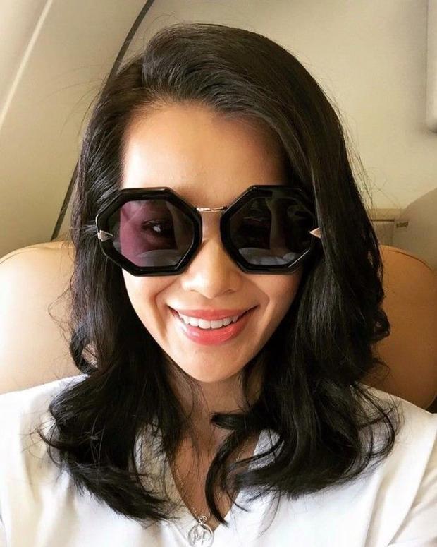 Fan nhuộm hồng sân bay chào đón Hồ Hạnh Nhi đến Việt Nam