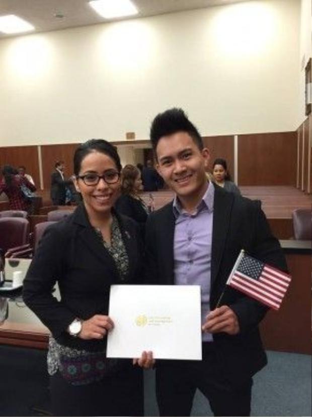 Được biết, Vinh vừa chính thức trở thành công dân Mỹ vào năm 2015.