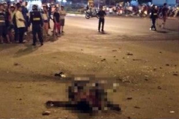Thi thể nam thanh niên tại nơi xảy ra vụ nổ.