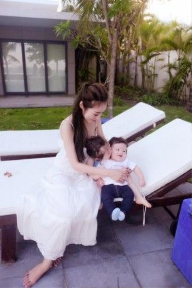 Với Elly Trần, hai bé Cadie và Alfie chính là tình yêu lớn nhất trong cuộc đời cô.