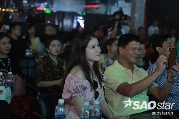 Đàm Vĩnh Hưng diện đồ trẻ trung mừng anh chàng triệu view ra album mới