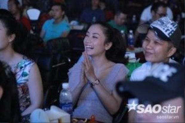 Rất đôngcác thí sinh cùng cuộc thi, bạn bè thân thiết của Mai Trần Lâm đều có mặt để chúc mừng anh…