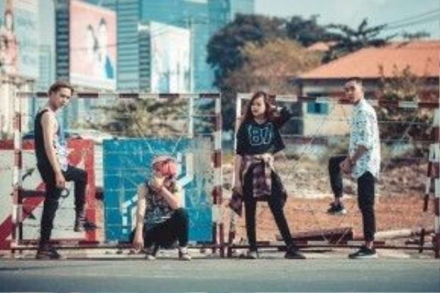 Bên cạnh đó. Fire Band cũng đang ấp ủ những sản phẩm âm nhạc hợp tác cùng 2 nhạc sĩ trẻ Tiên Tiên và Nguyễn Duy Anh.